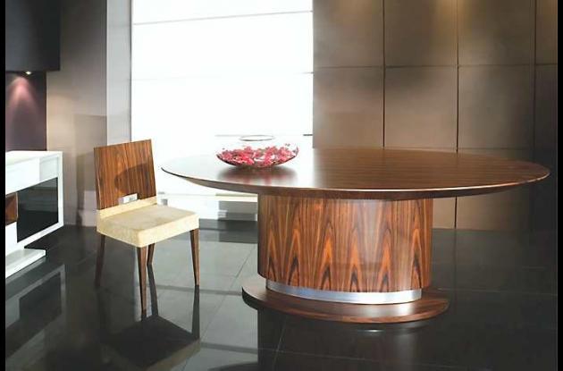 La base de esta mesa comedor es la protagonista en el diseño.
