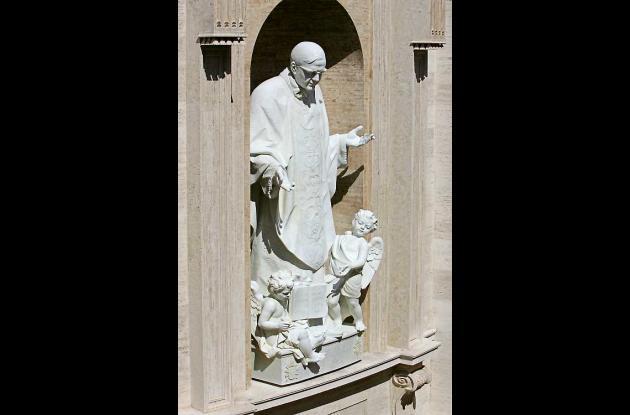 Estatua de Josemaria Escriva de Balaguer, fundador del Opus Dei