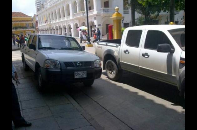 Calle que colinda con el Parque Bolívar.