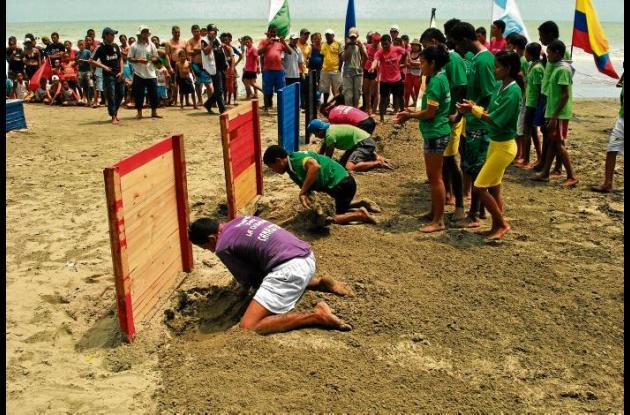 Jóvenes participando en el desafío.