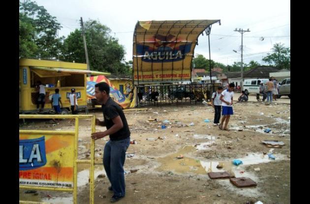 Destrozos quedaron después de los disturbios protagonizados por algunos vándalos