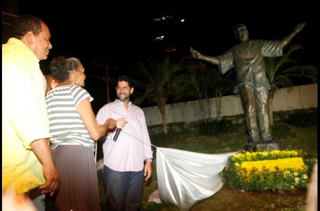 Estatua del Joe Arroyo.