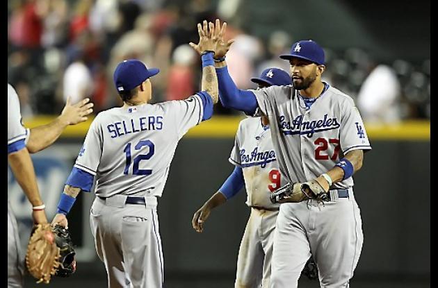 Integrantes de los Dodgers quieren retrasar la venta del equipo.