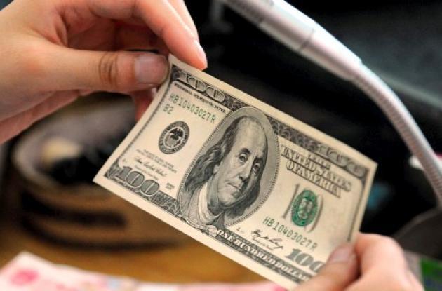 El dólar sigue en carrera bajista.