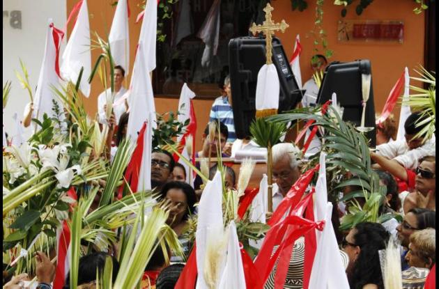Celebración del Domingo de Ramos en la Iglesia Santo Toribio.