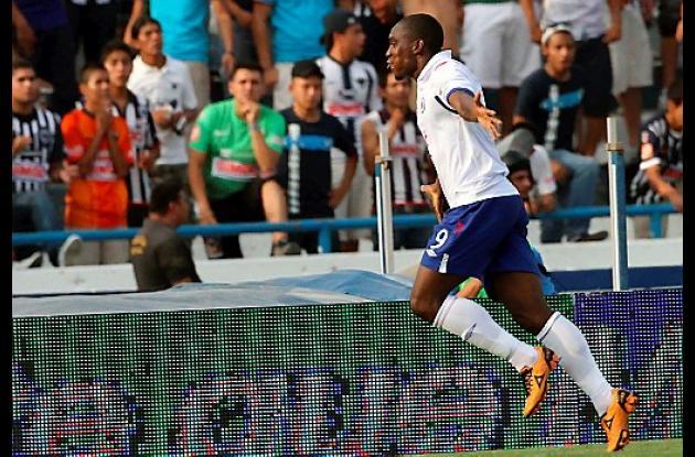 Edixon Perea fue la figura del Cruz Azul al marcar uno gol