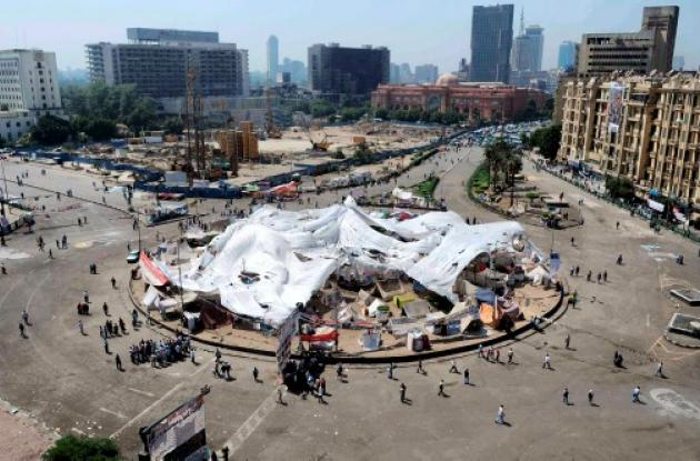 El nuevo gobierno no convence a manifestantes de la plaza plaza Tahrir .