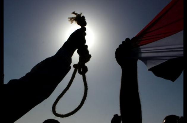 La imagen de Mubarak, enjaulado y enfermo, divide al mundo árabe.