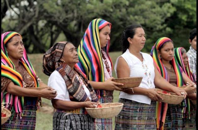 Mayas de El Salvador hacen ritual para el Sol ilumine al presidente Obama.