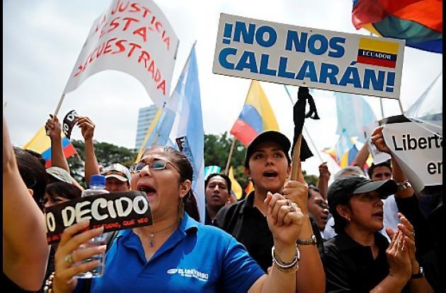 Ecuatorianos apoyan a El Universo.