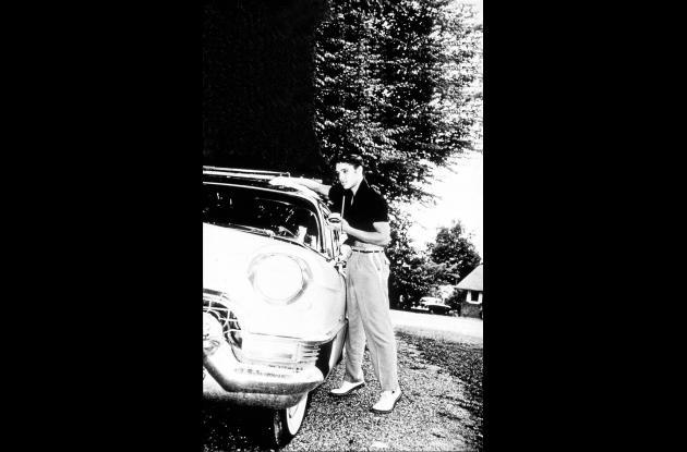 Elvis con su  Lincoln Continental.