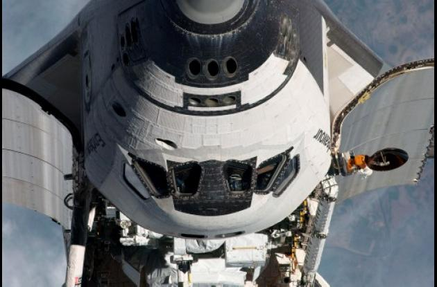 El Endeavor se separa de la Estación Espacial Internacional.
