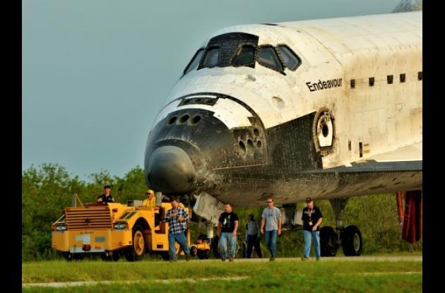 El Endeavour aterrizó por última vez bajo la oscuridad en el mismo momento en qu
