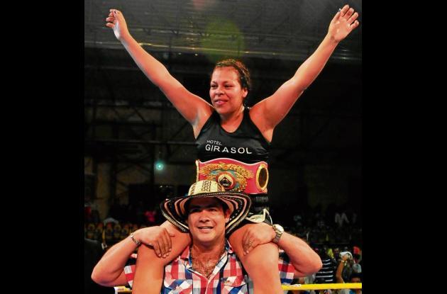 Enis Pacheco retuvo la corona mundial de boxeo femenino.