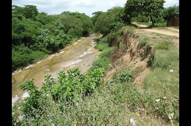 La erosión ha consumido 15 metros de la ribera del Arroyo Alférez a su paso por