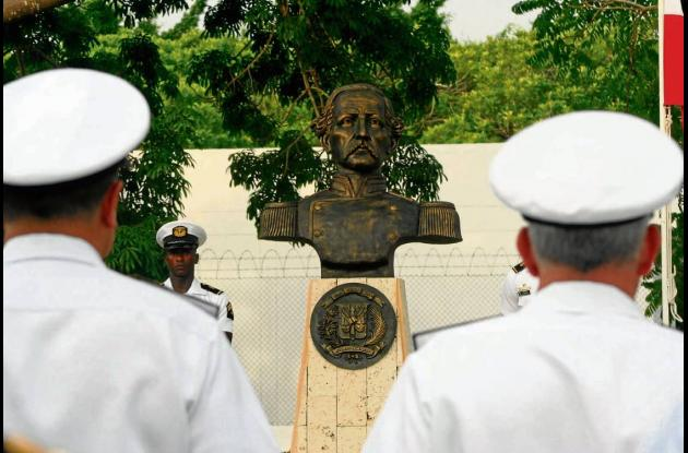 Develan busto de general dominicano