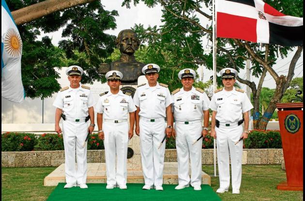 Develan busto en la Escuela Naval