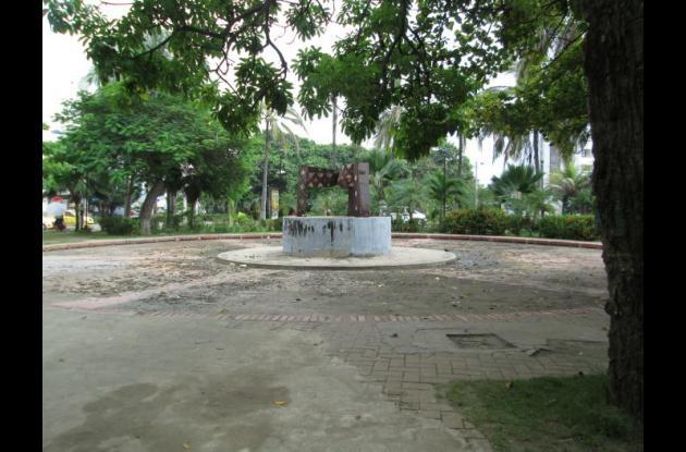Escultura 'El Triángulo', de Édgar Negret, en el Parque Flánagan