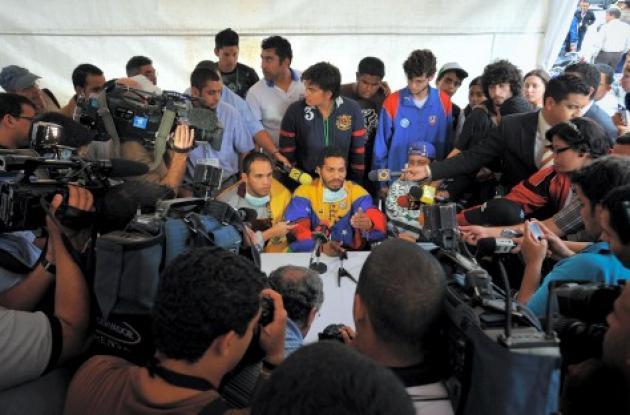 Estudiantes venezolanos radicalizan protesta.