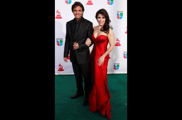 Eugenio Derbez y la cantante y actriz Alessandra Rosaldo