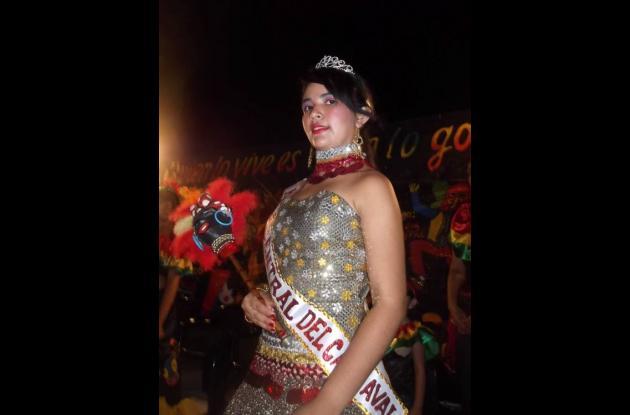 Evelcy Carmona Villalba, reina  central del carnaval de El Guamo.