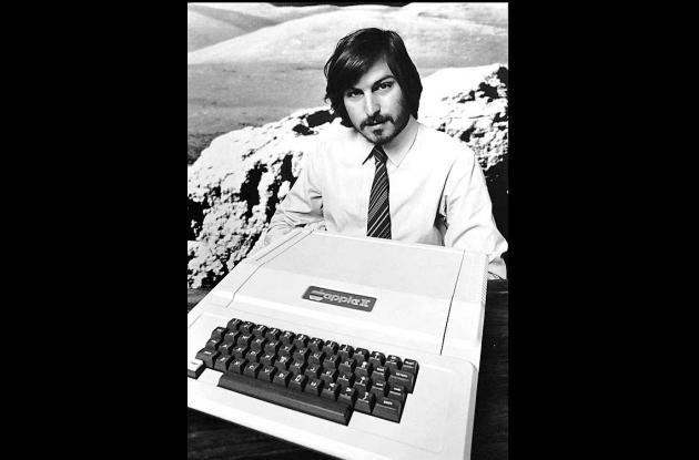cofundador de Apple, Steve Jobs, cuando enseña el nuevo II de Apple en Cupertino
