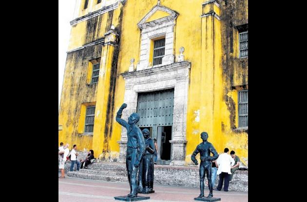 Plaza de la Trinidad en Getsemaní, con el monumento a Pedro Romero