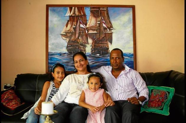 Oswaldo Díaz con su nueva familia.
