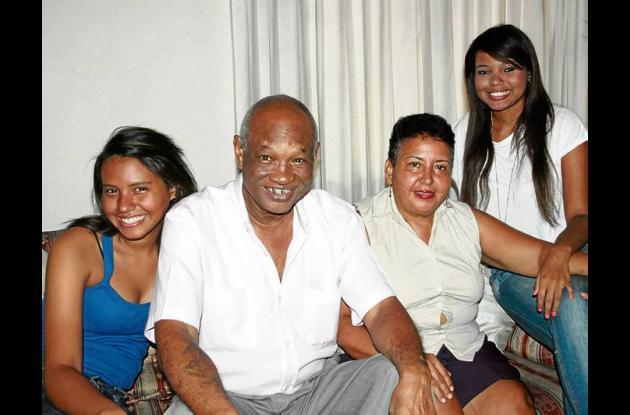 Rocky Valdez con su familia.
