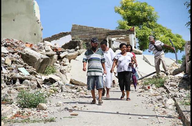 Los antiguos vecinos asisten a las ruinas de su barrio perdido