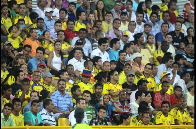 Aficionados en el estadio Jaime Morón León -Germán Gómez Polo