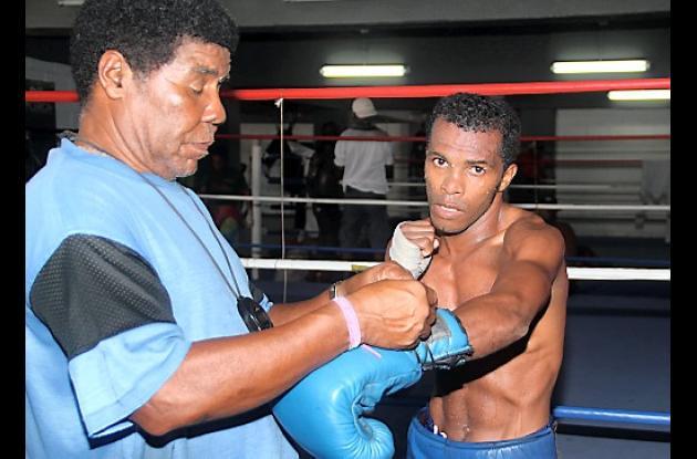 Farid 'Robocop' Cassiani, con su entrenador José Godoy