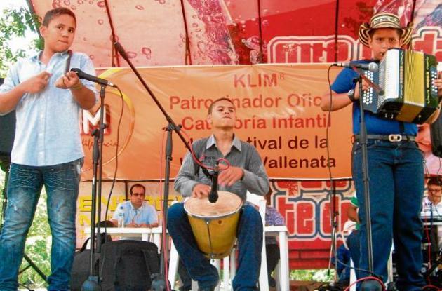 Día cívico en Sahagún por fiesta de acordeones.