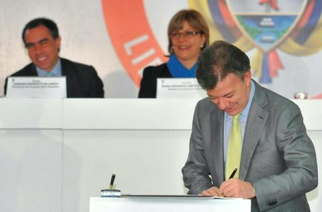 El presidente Santos sancionó el Estatuto Anticorrupción.