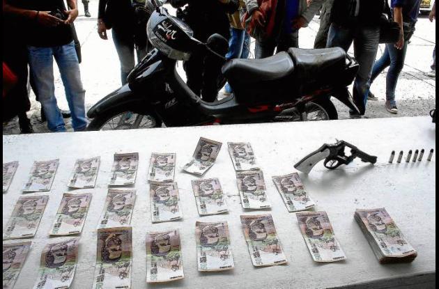 A los fletero se les decomisó: motocicleta, arma de fuego y dinero robado.