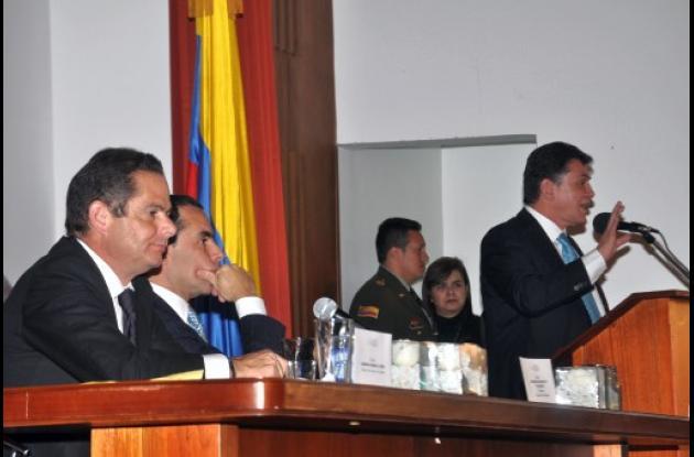 Benedetti critica proceso de desmovilizaciones del Gobierno Uribe.