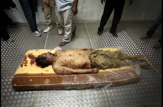 Cuerpo de Muamar al Gadafi en el congelador industrial de un centro comercial.