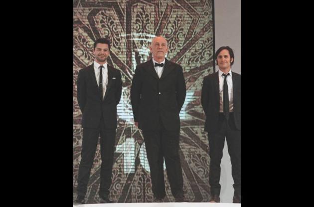 Gael García con Dominic Cooper y John Malkovich