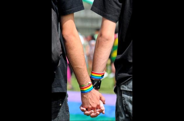 El proyecto de ley de la oposición francesa para extender el matrimonio a las pa