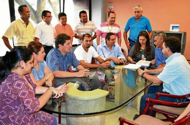 Entrega del Plan de Desarrollo en el despacho de la Gobernación de Sucre.