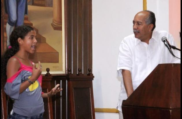 Jóvenes de Granitos de Paz visitan sede la Universidad de Cartagena