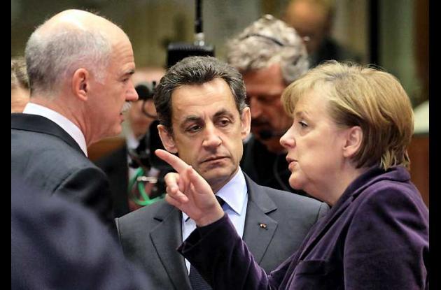 Líderes de Eurozona preocupados por situación de Grecia.
