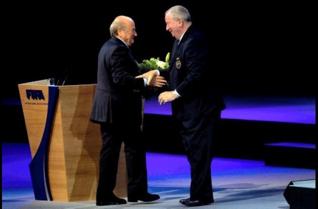 Julio Grondona, vicepresidente de la FIFA y Joseph Blatter, presidente, durante