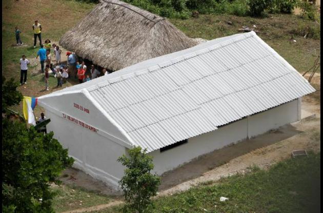 Vista área de la escuela de Guamanga.