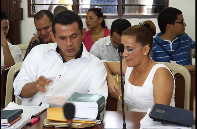 La exregistradora Ana Regina Güette y su abogado Eliécer Martínez en momentos qu