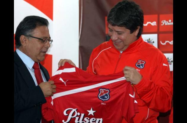 Hernán Darío Gómez en presentación  como nuevo director técnico del Deportivo In