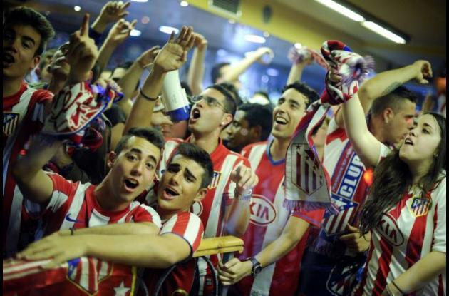 Hinchas celebran el triunfo del Atlético de Madrid.