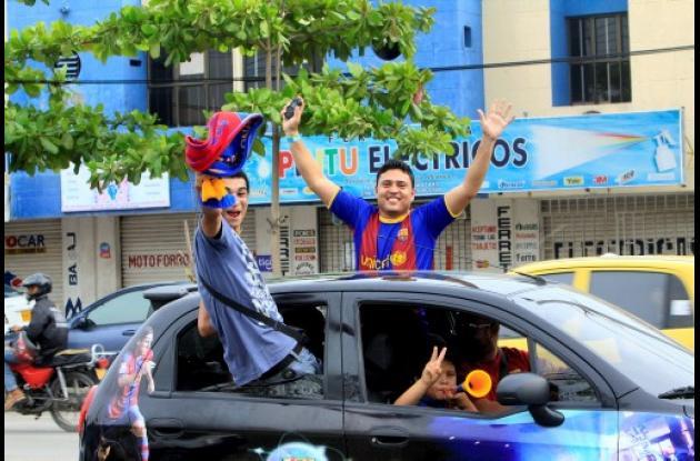 Hinchas criollos del Barcelona festejaron triunfo en Liga de Campeones.