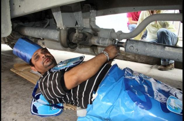 Ramón Sarabia Jaraba se encadenó debajo de su carro.