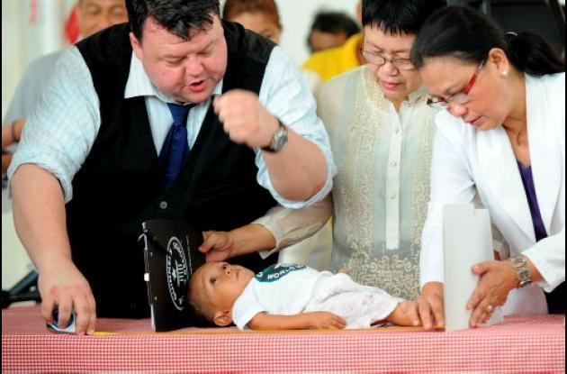 Un filipino es el nuevo hombre más bajo del mundo.